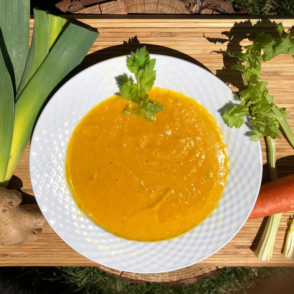 Crema-depurativa-de-apio,-puerro-y-zanahoria-la-era-de-nuria-1